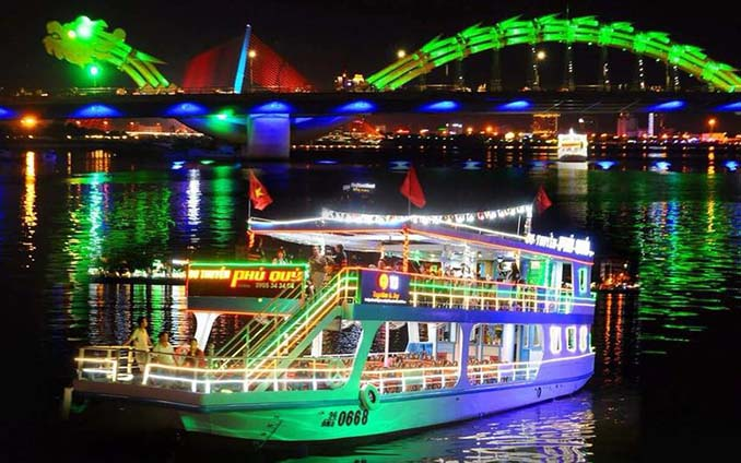 Cruise on Han river