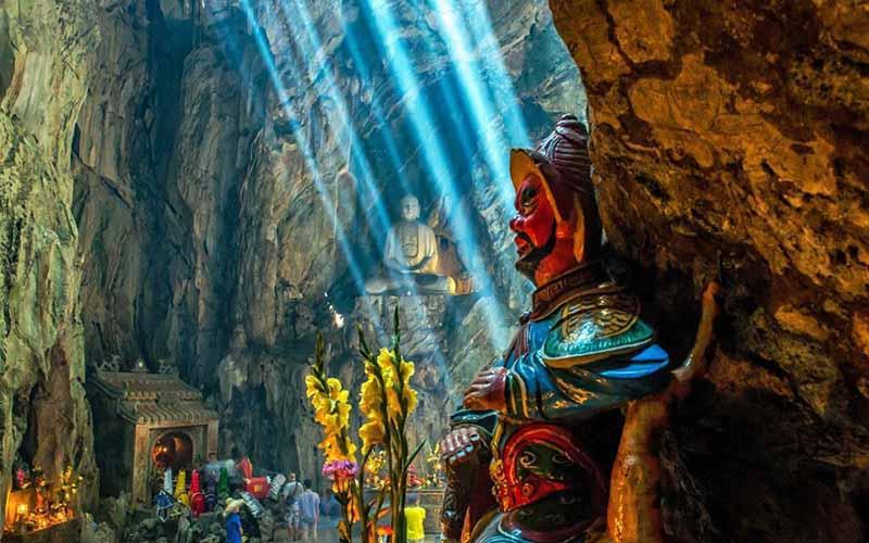 Huyen Kkhong cave - Marble mountain in Da Nang